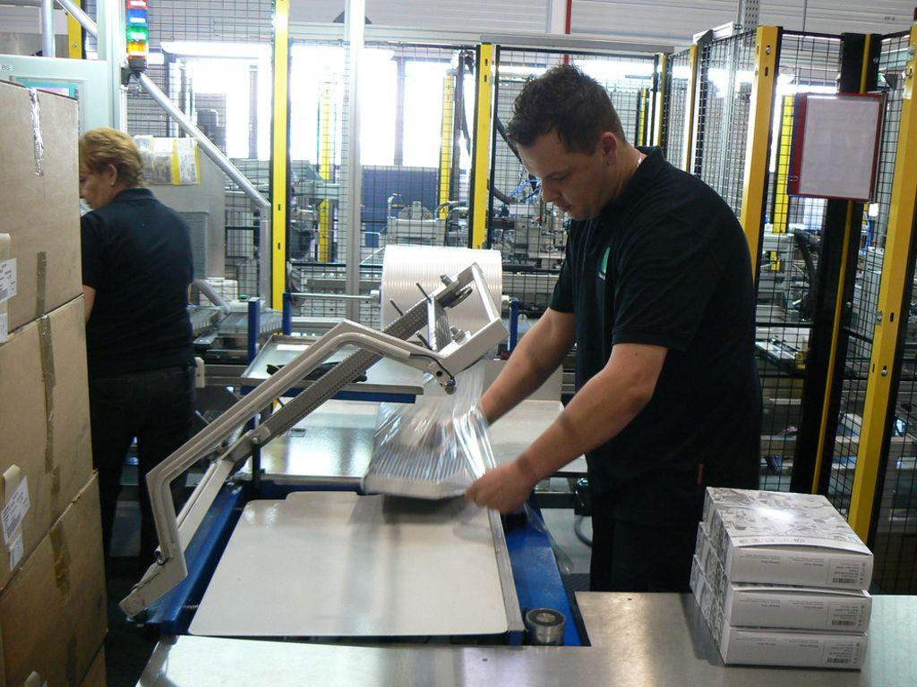 wyprzedaż resztek magazynowych popularna marka gorące produkty Mitarbeiter ziehen in neue Produktionshalle nach Himmelkron ...