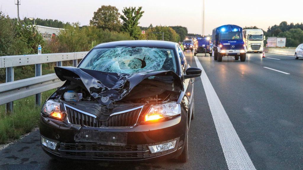 Tödlicher Unfall Auto überrollt Lastwagenfahrer Auf A9 Bei Pegnitz