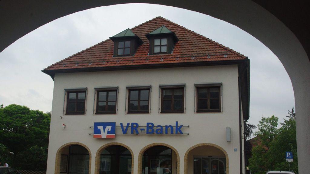 Um einen Tag: VR Bank kürzt Öffnungszeiten von fünf Filialen - Wirtschaft - Nordbayerischer Kurier