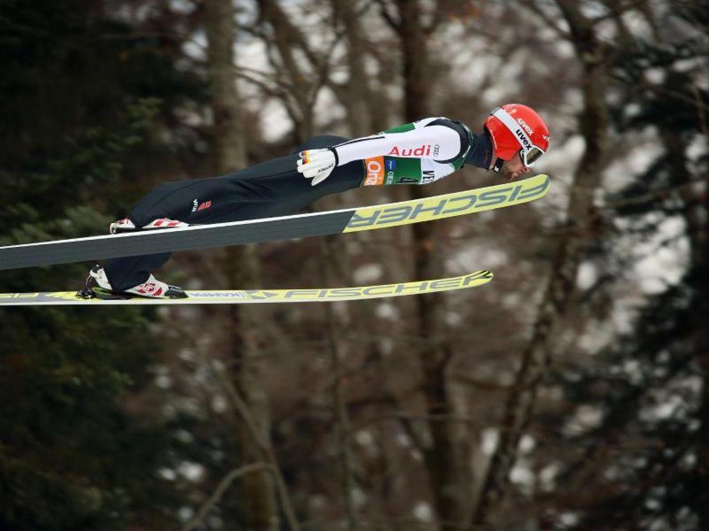 Weltcup Skispringen Eisenbichler Fliegt In Oberstdorf Auf Rang Drei