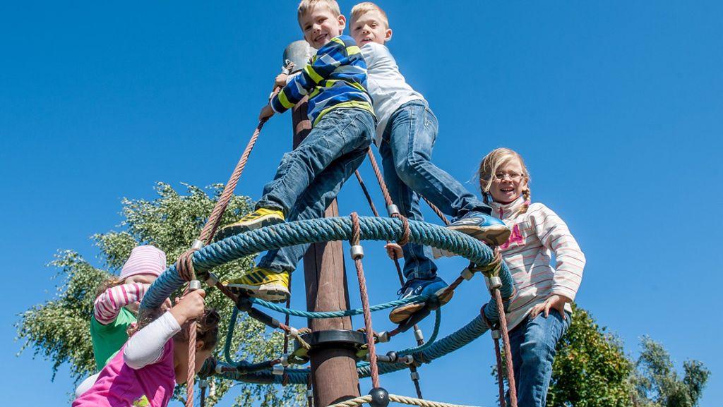 Klettergerüst Kinder Test : Das klettergerüst am spielplatz breiter rain in seulbitz dreht sich