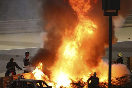 Formel 1: Schwerer Feuer-Unfall sorgt für Rennunterbrechung   BR24