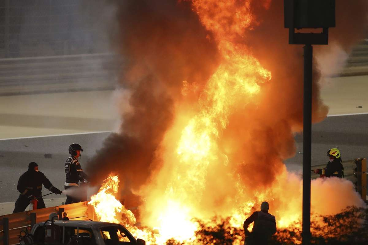 Formel 1: Schwerer Feuer-Unfall sorgt für Rennunterbrechung | BR24